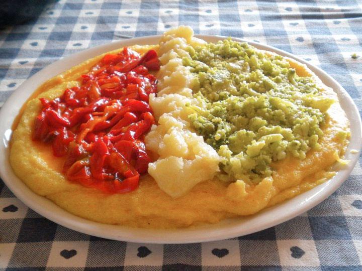 Polenta con peperoni in padella ricetta - Cucinare i peperoni ...