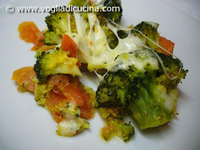 Broccoli con mozzarella fusa ricetta for Cucinare broccoli