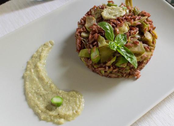 Riso rosso integrale con asparagi e carciofi ricetta - Cucinare riso integrale ...