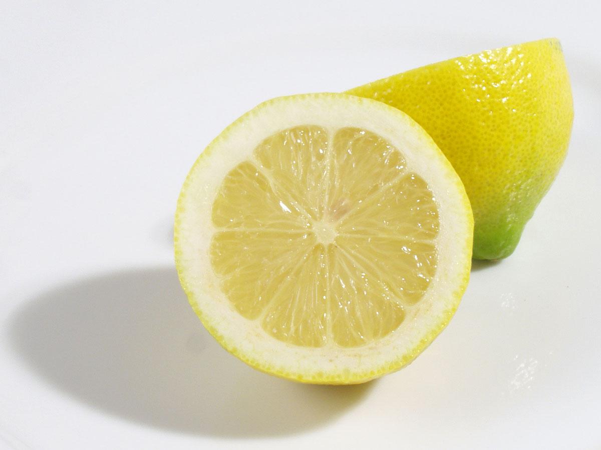 Quadrati dolci al limone con pinoli