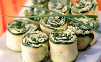 Rotolini di zucchine con philadelphia e menta
