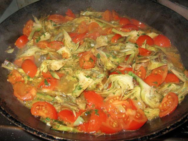 Pasta con carciofi e pomodorini pachino