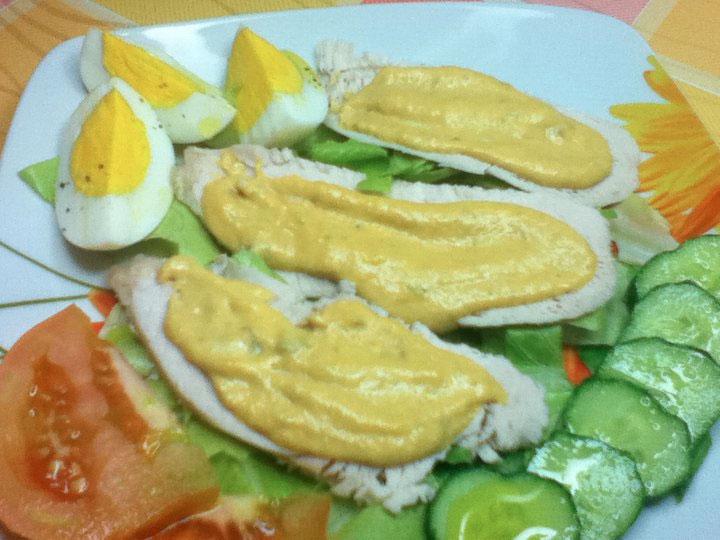 Petto di pollo con salsa di tonno e uova