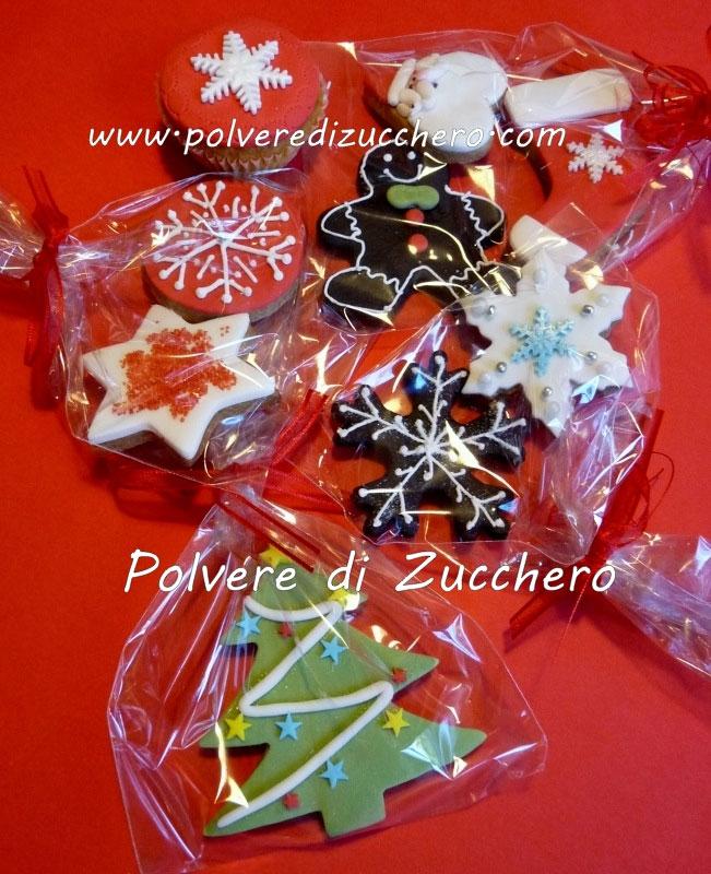 Biscotti e cupcakes decorati di natale con ricetta della pasta frolla