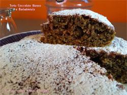 Torta con cioccolato bianco e barbabietola