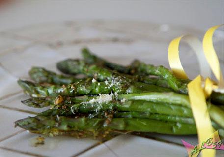 Asparagi in salsa di limone e uova