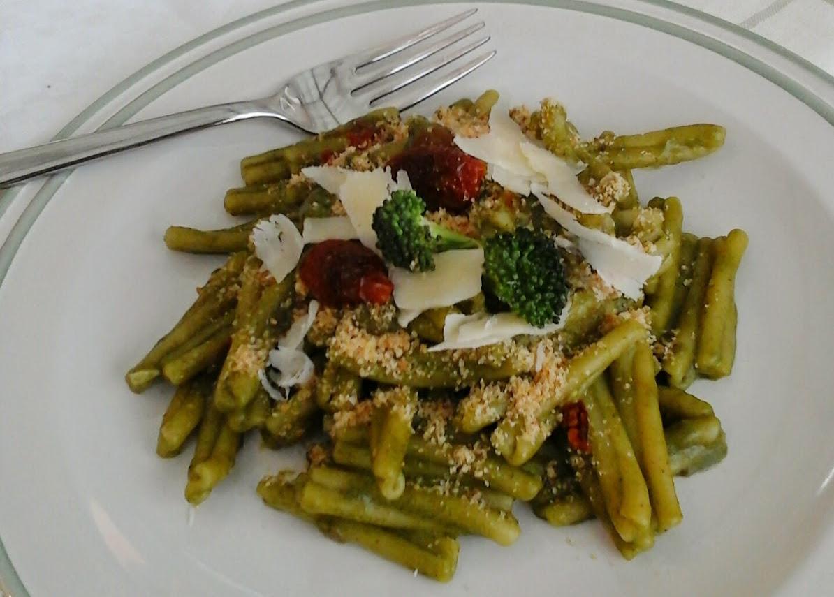 Casarecce in crema di broccoli con pomodori secchi