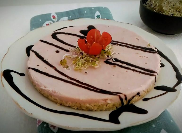 Cheesecake salata con mortadella, fiocchi d'avena e aceto balsamico