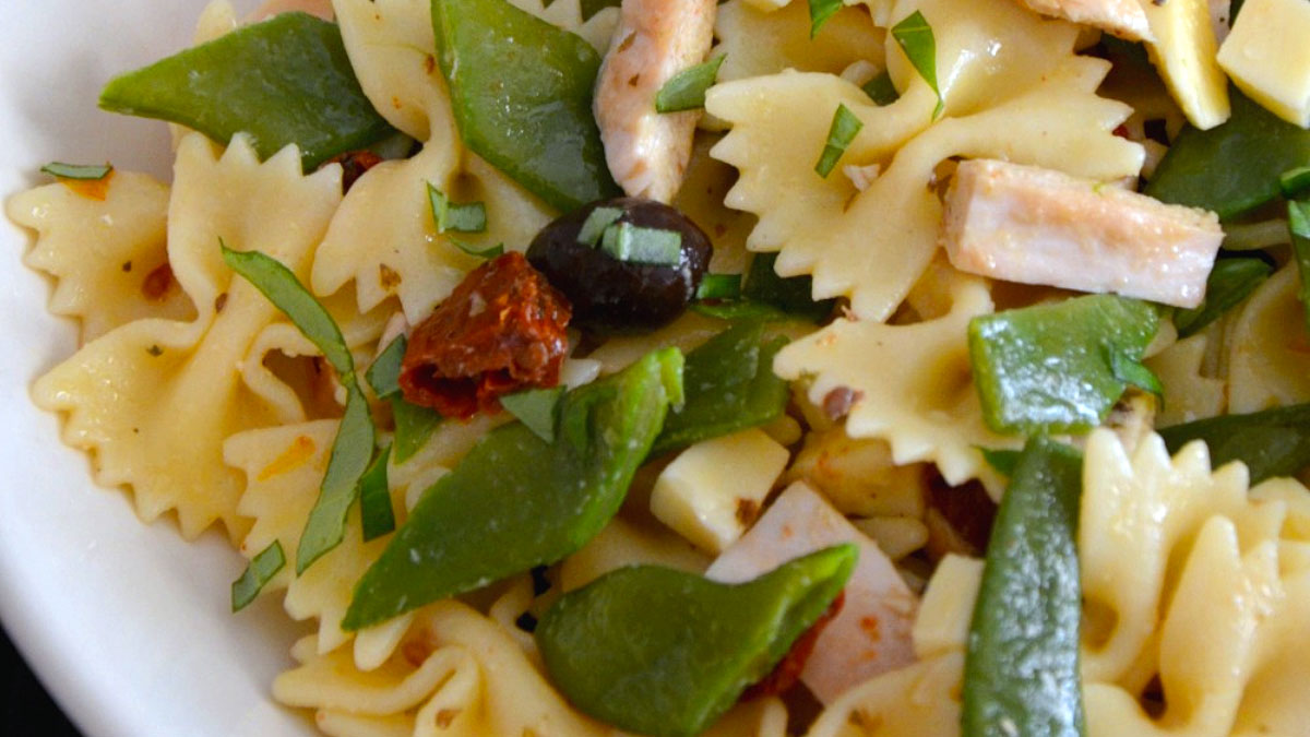 BUTTERFLIES IN SALAD WITH CARAMELIZED CHICKEN AND SNOW PEAS