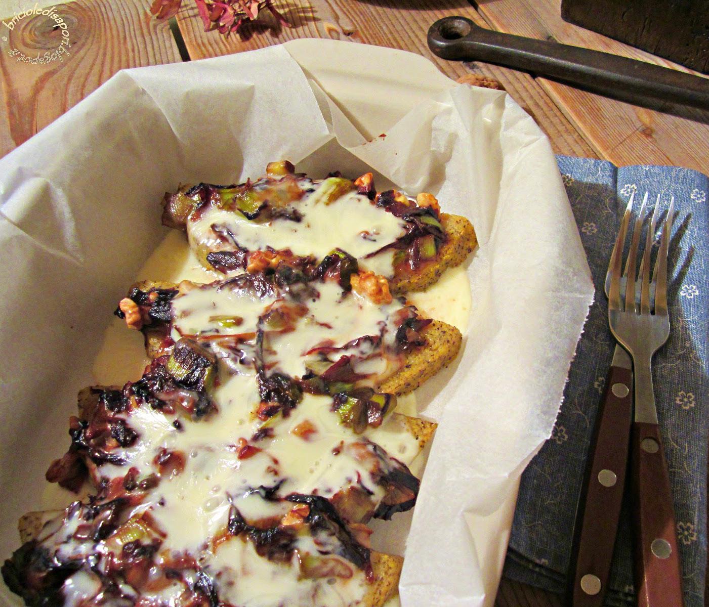 Fette di polenta taragna al forno con verdure, formaggio, zafferano e noci