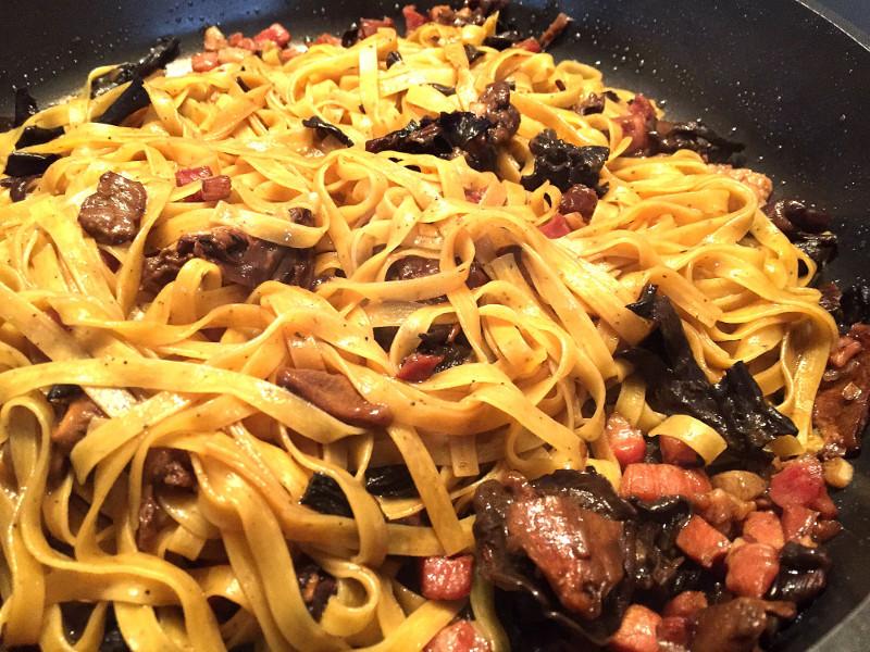 Fettucce al tartufo con funghi e pancetta