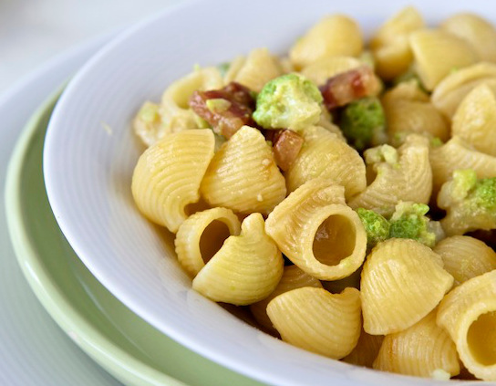Lumachine con broccoli, pancetta affumicata e pecorino
