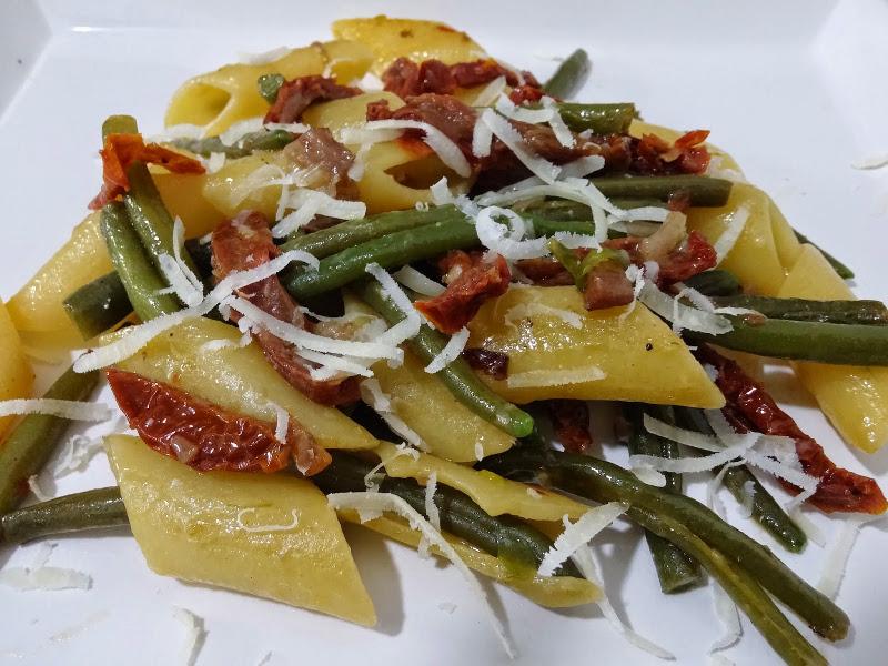 Mezze penne con fagiolini guanciale e pomodori secchi ricetta for Cucinare fagiolini