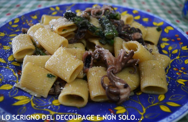 Mezzi rigatoni con moscardini e punte di asparagi ricetta for Cucinare moscardini