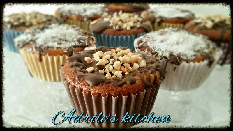Muffin con banane e copertura al cioccolato e cocco
