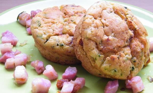 Muffin con pancetta e zucchine
