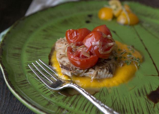 Palamita con pachino e crema di carote