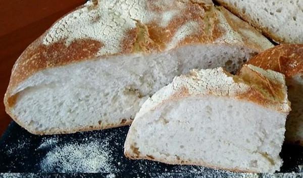 Pane rustico fatto con lievito madre