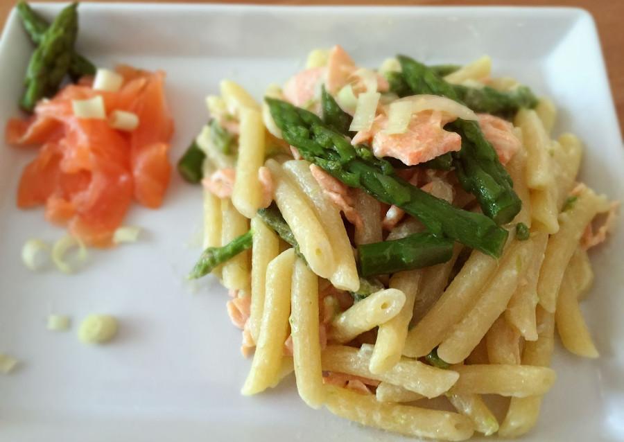 Pennette con asparagi e salmone
