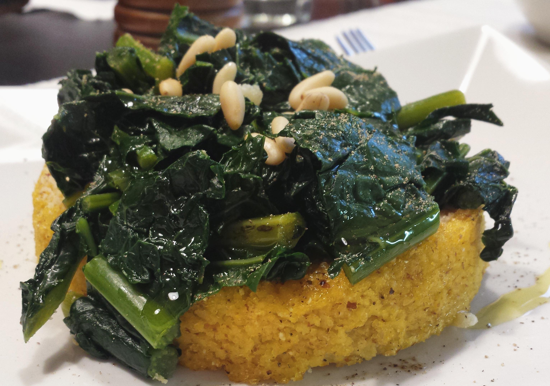 Polenta senza glutine con cavolo nero e grana ricetta