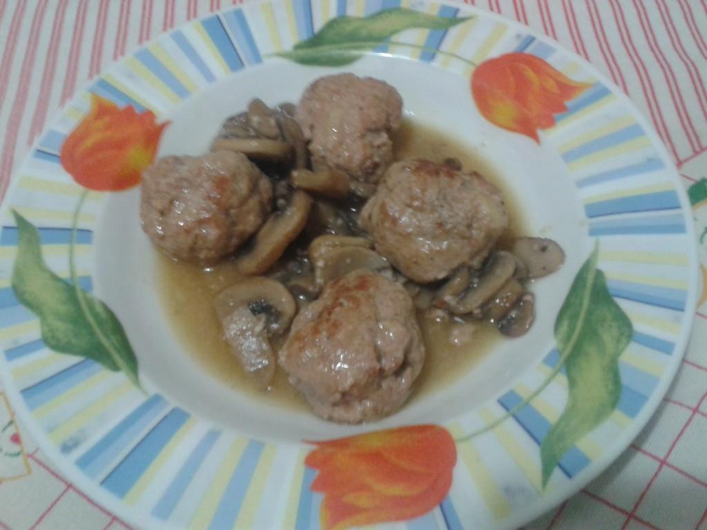 Polpette di carne di vitello con funghi
