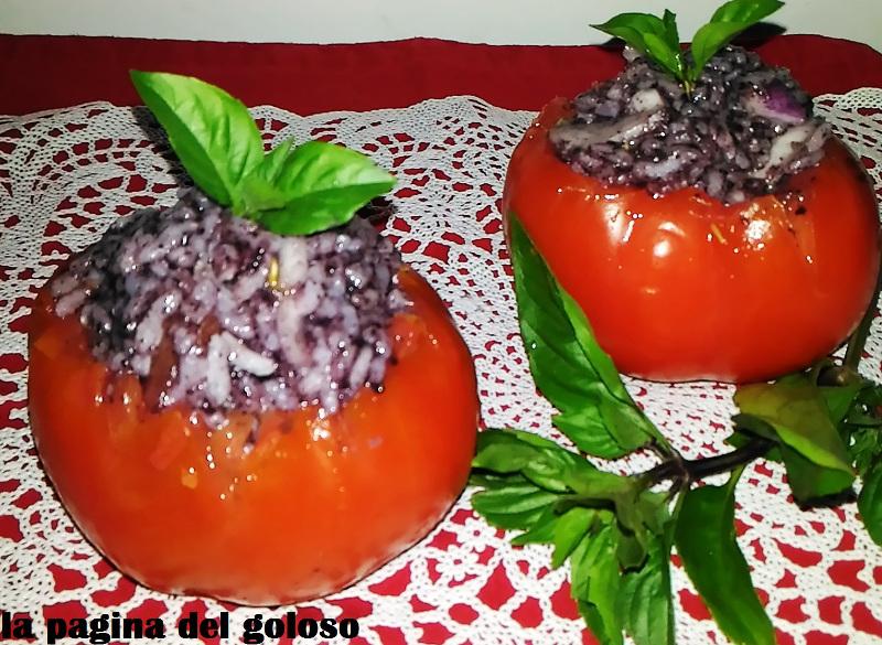 Pomodori con ripieno di riso e paté di olive