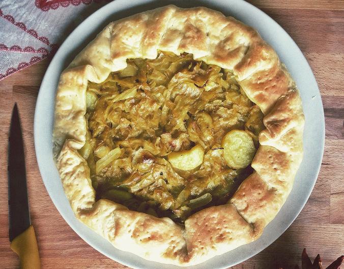Torta salata con cavolo cappuccio e patate