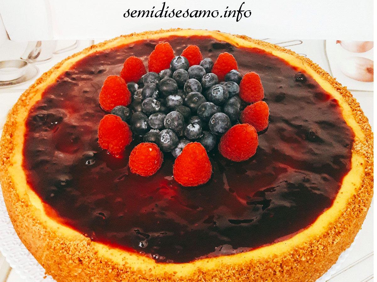 Cheesecake ai frutti di bosco con cottura al forno