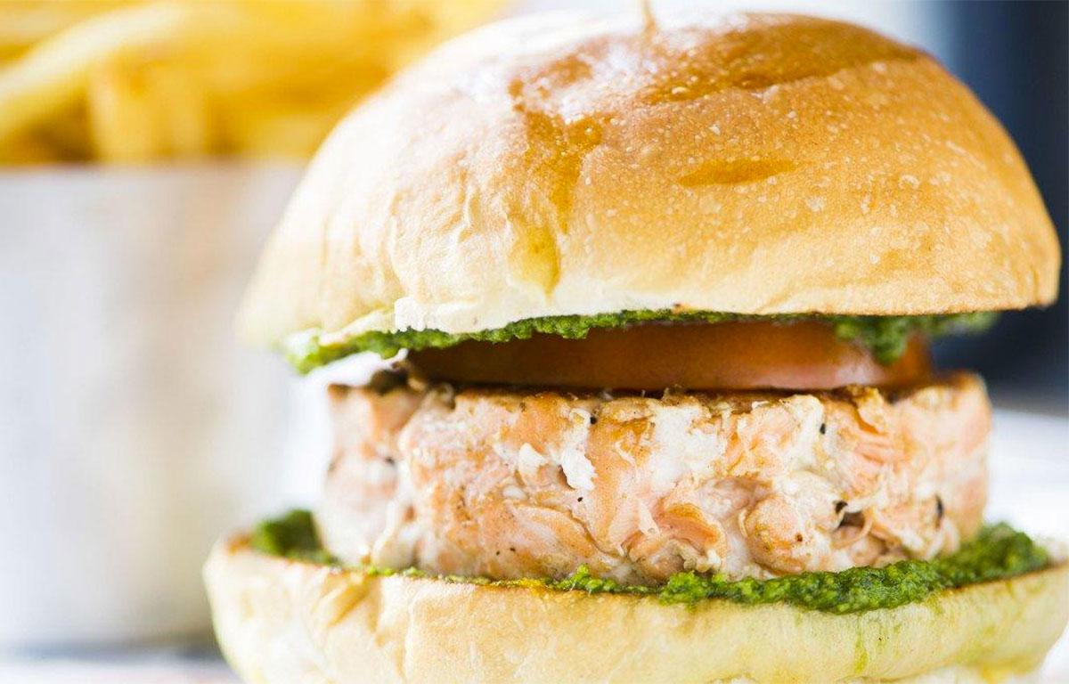 Hamburger di salmone alle erbe