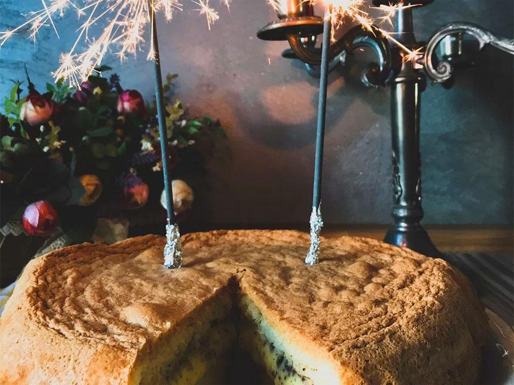 Torta pan di Spagna farcita con crema pasticcera